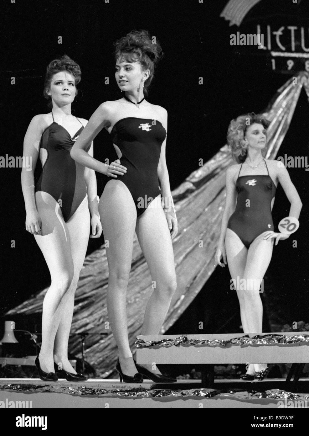 Miss Lituania 1989 concursantes en el escenario Foto de stock