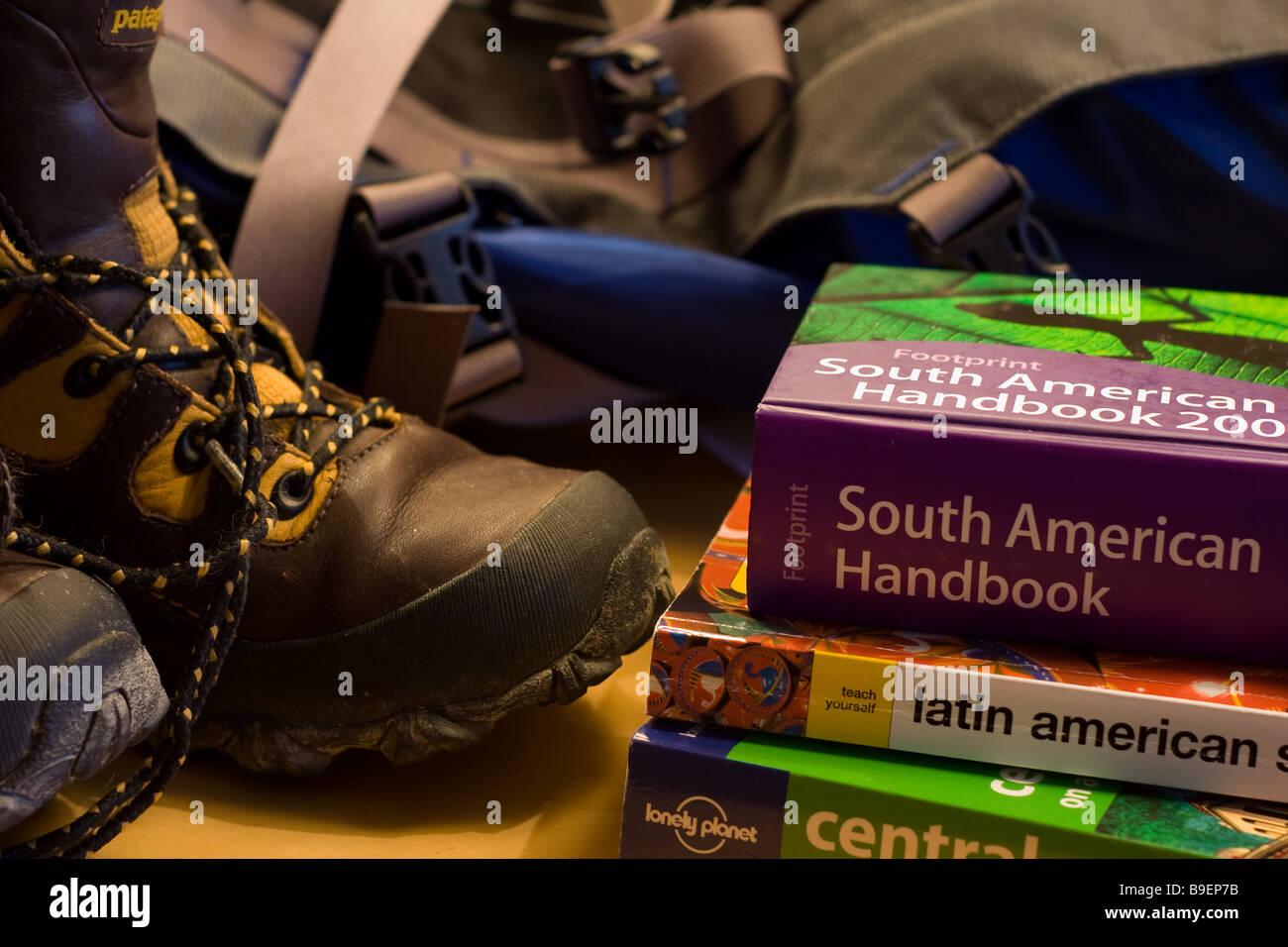 Essentials Para Mochilero Botas De Montaña Mochila Libro