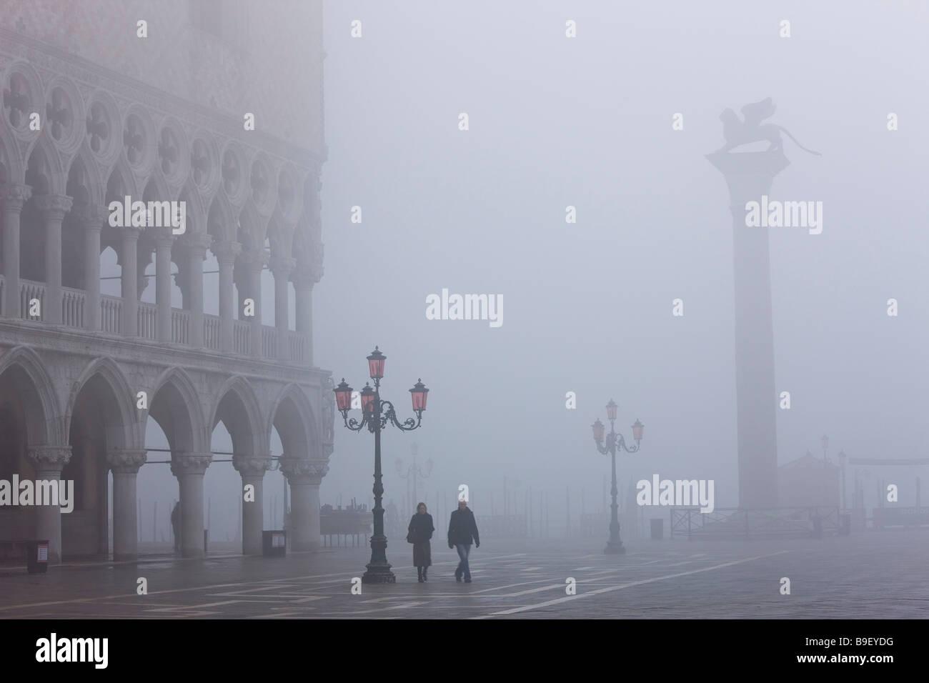 Niebla en la Plaza de San Marcos Venecia Italia Imagen De Stock
