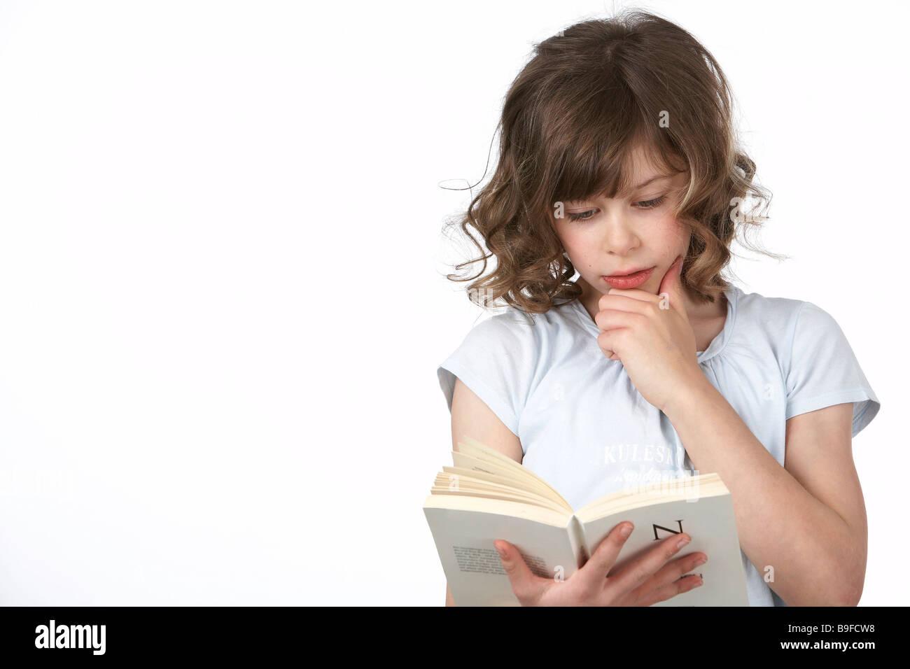 Niña leyendo un libro Imagen De Stock