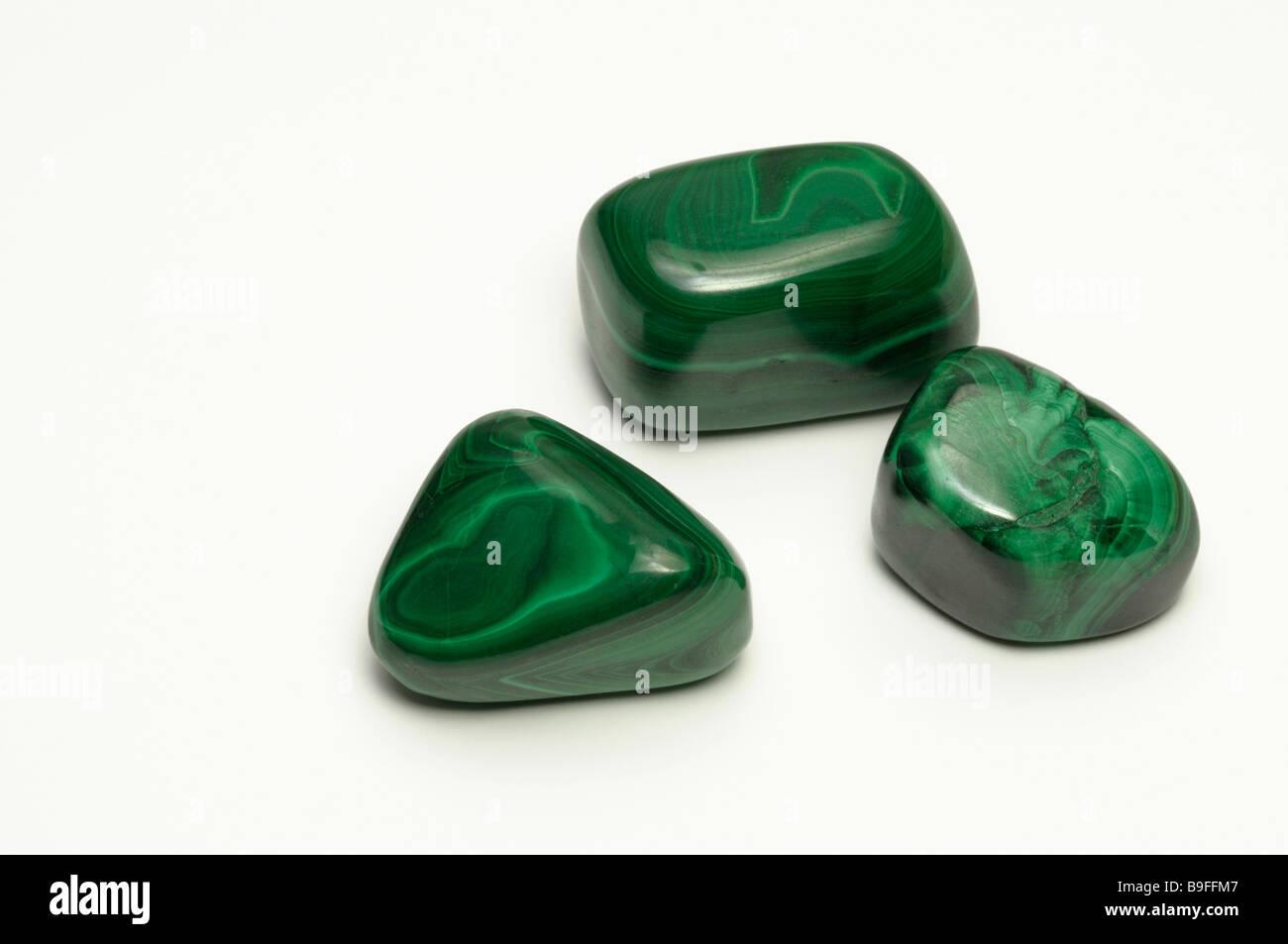 Malaquita, tres piedras pulidas, studio picture Foto de stock