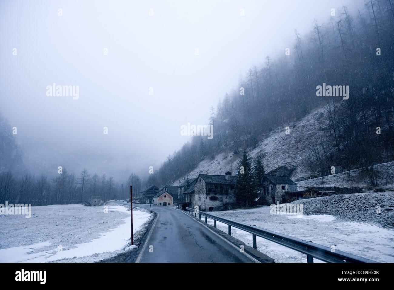 Mountain Village Mogno valle Maggia Tessin Suiza Foto de stock
