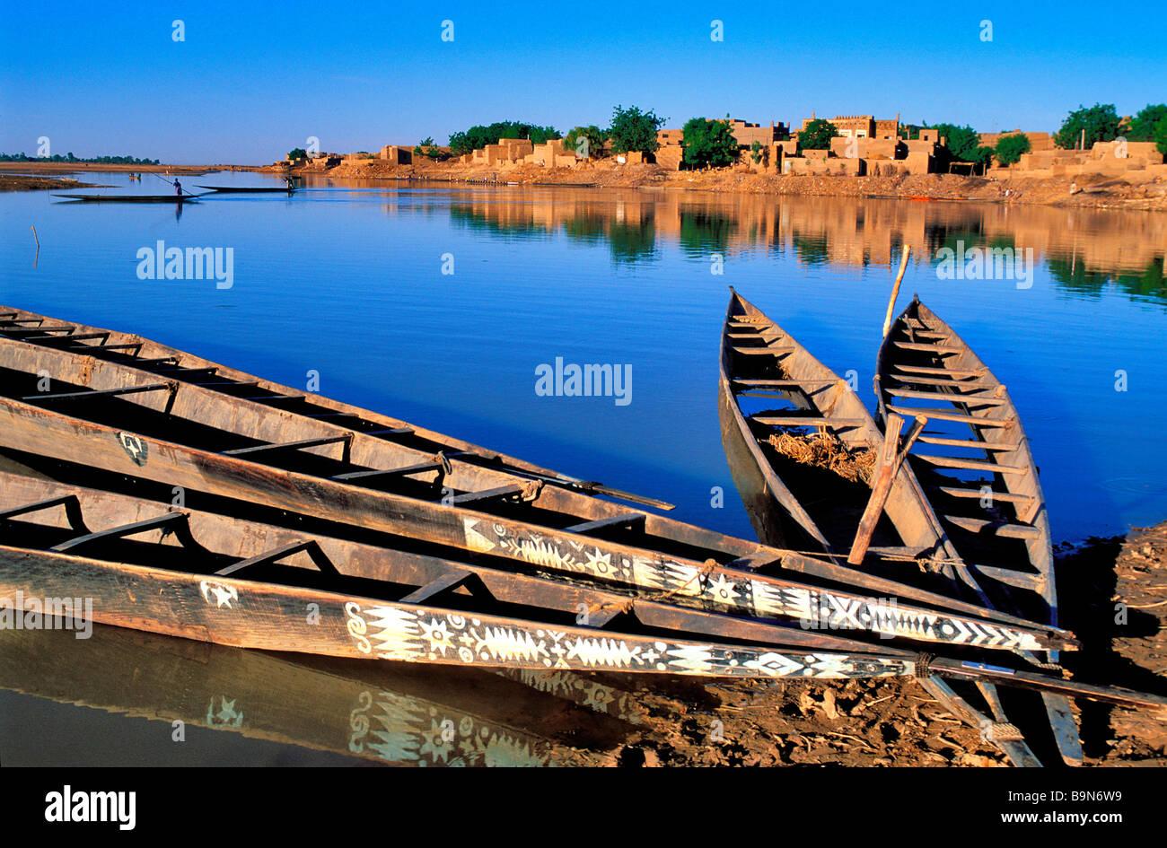 """Malí, región de Mopti, Djenne, clasificado como Patrimonio Mundial por la UNESCO, vela en """"pinasse"""" (embarcación Foto de stock"""