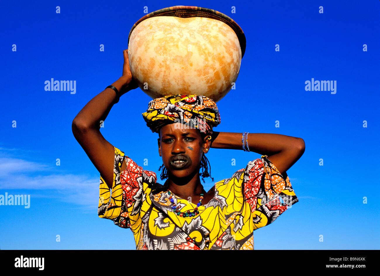 Malí, cerca de la región de Mopti, Djenne, Senossa village, Fula mujer Foto de stock