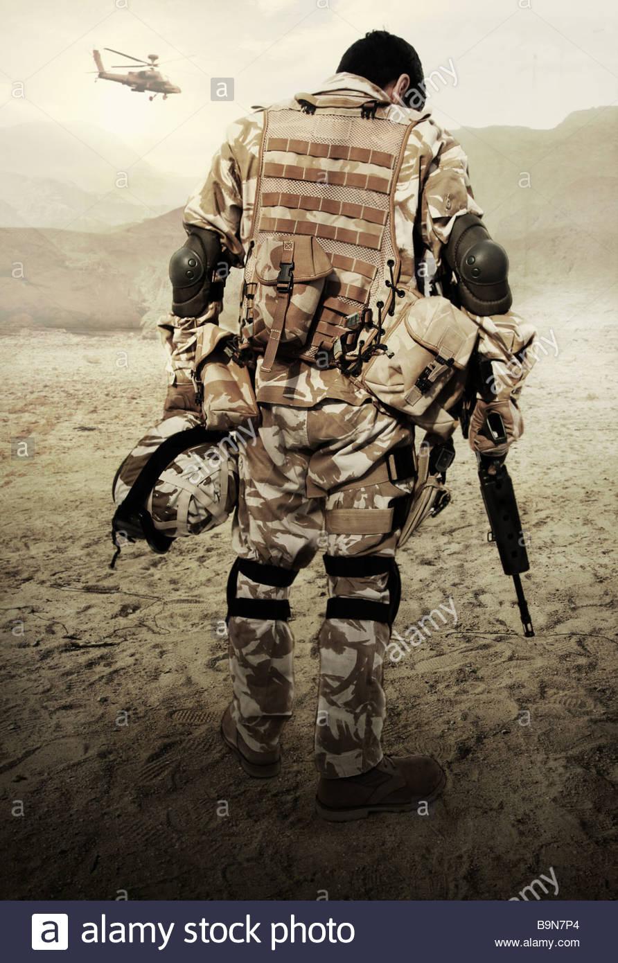 Un soldado británico mirando desinflado Imagen De Stock