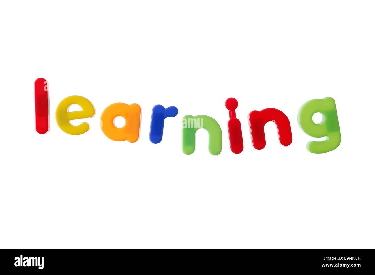 El aprendizaje escrito con letras magnéticas Imagen De Stock