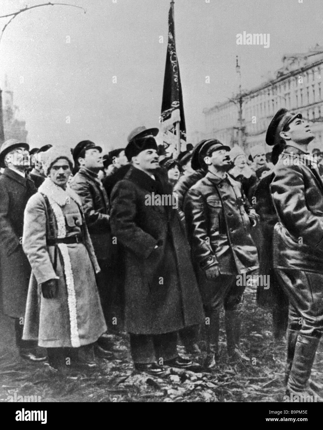 Vladimir Lenin con sus compañeros de armas. Imagen De Stock