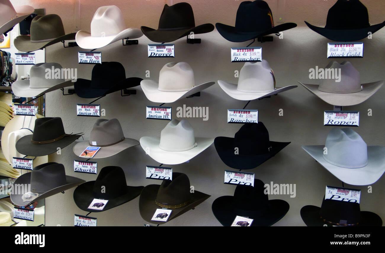 Pantalla sombrero stetson western guía almacenar Cody Wyoming USA Imagen De  Stock e8f8d77f4c9