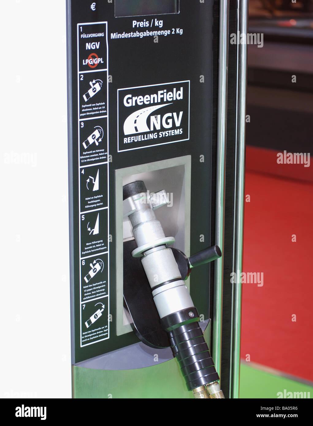 Equipo de repostaje de combustible alternativo, con emisiones cero coche híbrido Imagen De Stock