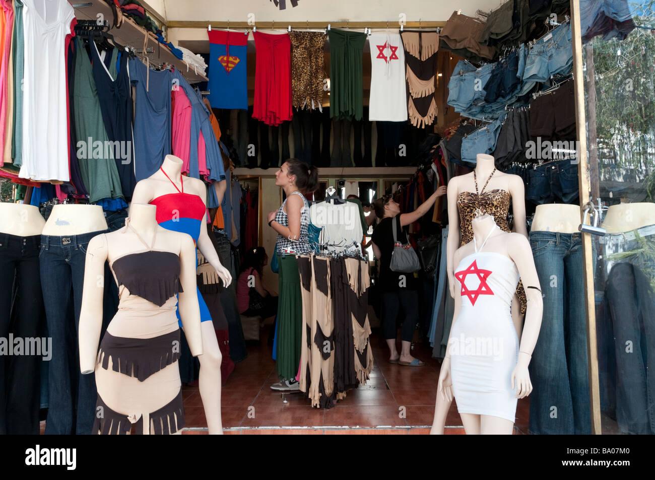 La tienda de ropa de mujeres en la calle Shenkin Tel Aviv Israel Imagen De  Stock 56108bb7fb8