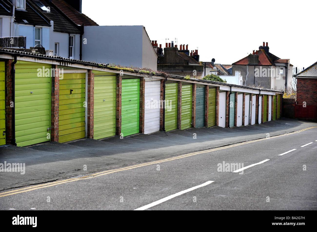 Bloqueo de fila de pequeños talleres en Brighton son muy codiciados ya que aparcar en la zona se vuelve más Imagen De Stock