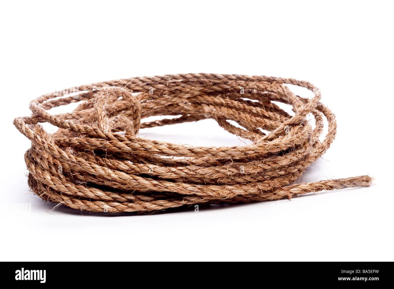 Una vista horizontal de una bobina de cuerda en blanco Imagen De Stock