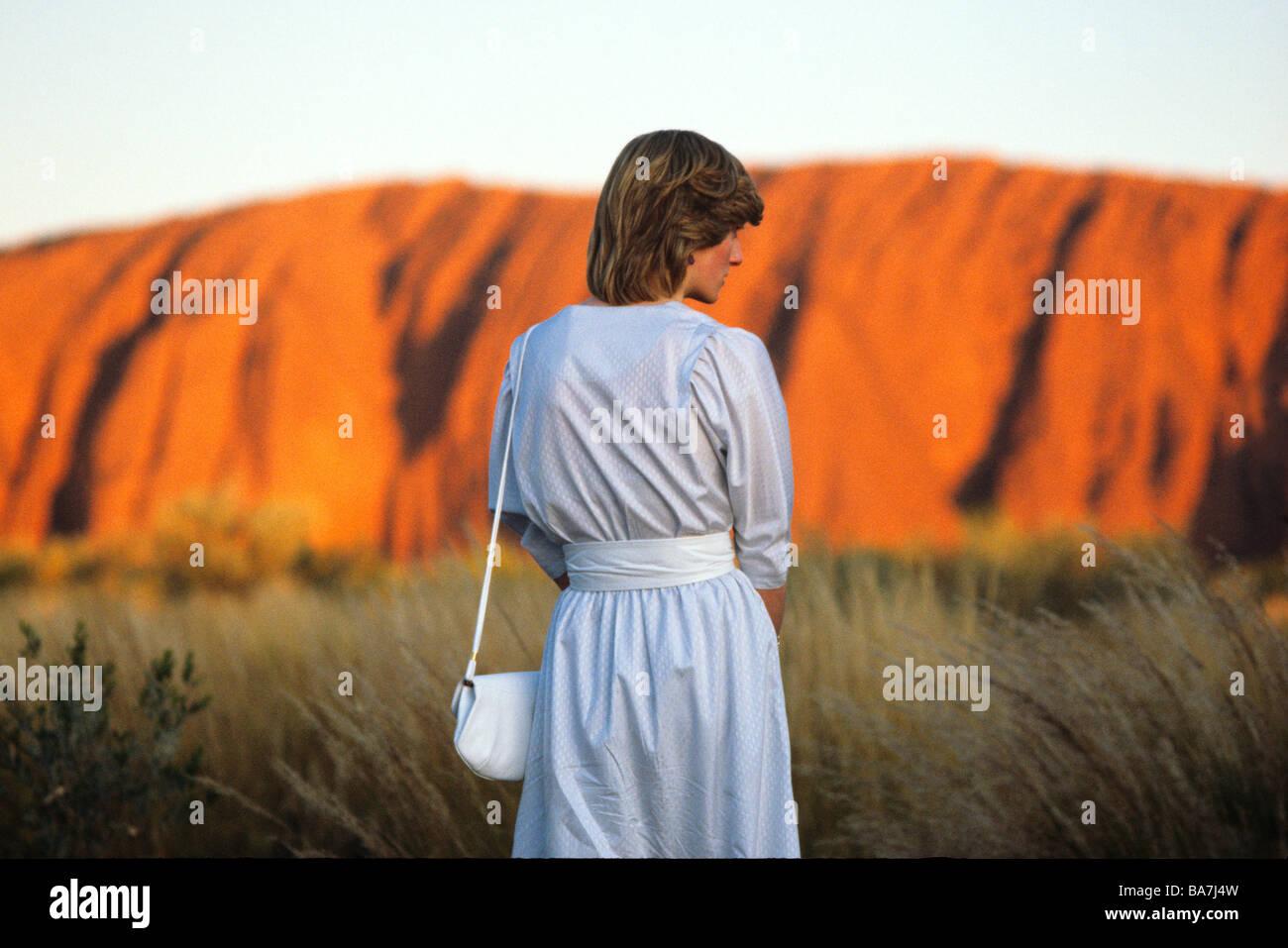 La Princesa Diana en relojes el atardecer en Uluru Ayers Rock marzo1983 Imagen De Stock