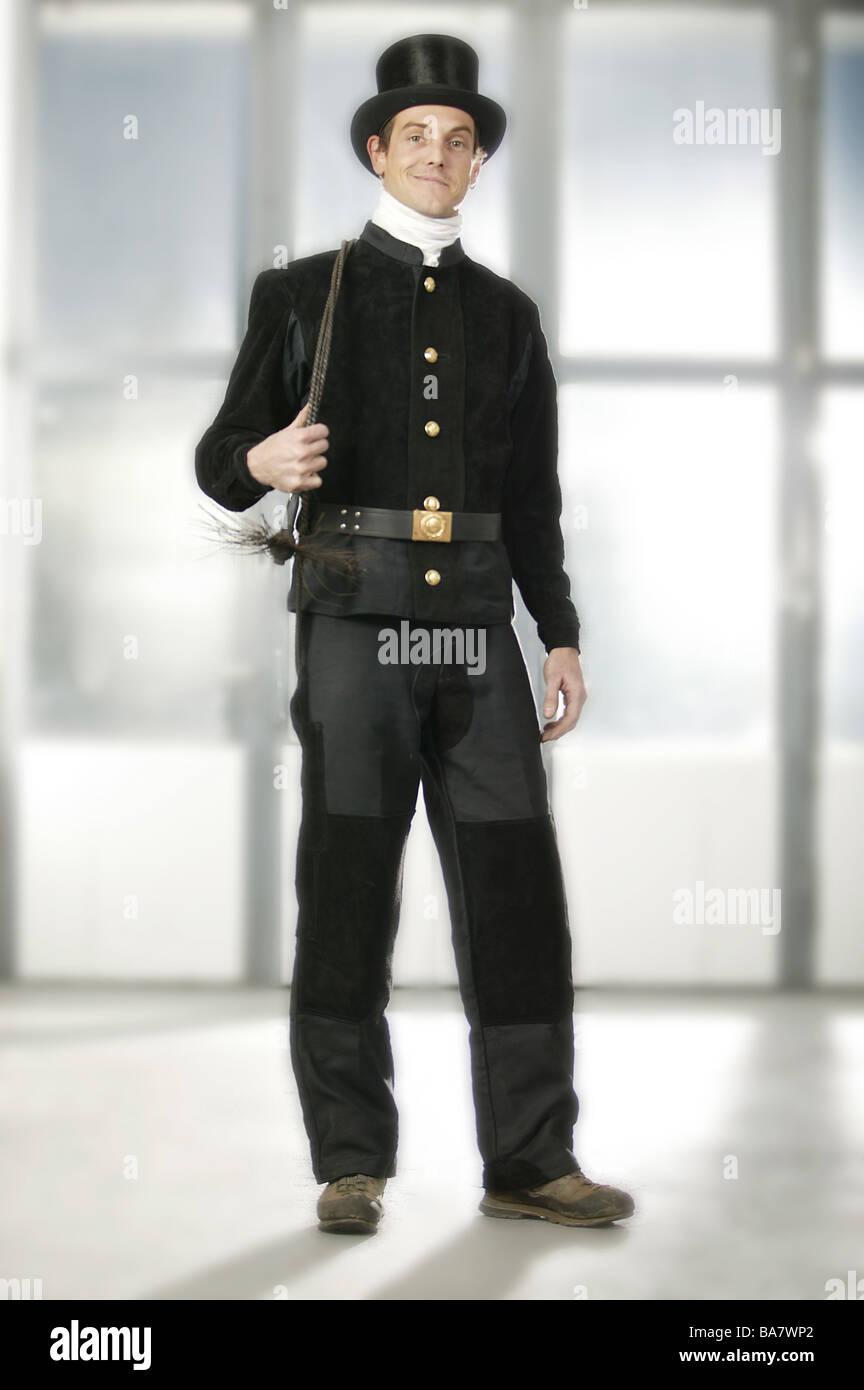Los hombres vestidos de negro