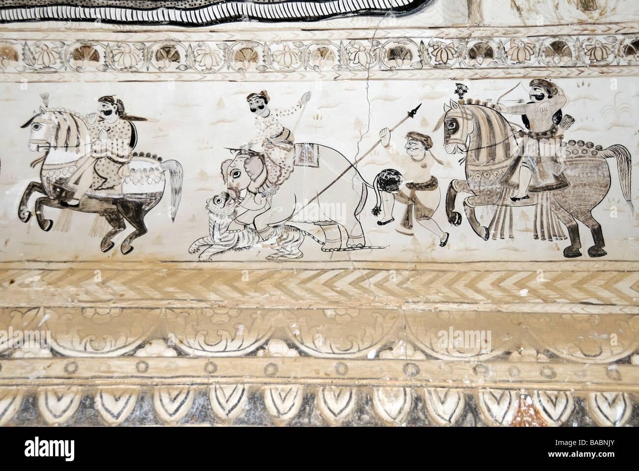 Mural de cazadores a caballo y un elefante de ser atacado por un tigre en el Laxmi Narayan Lackshmi o templo de Imagen De Stock