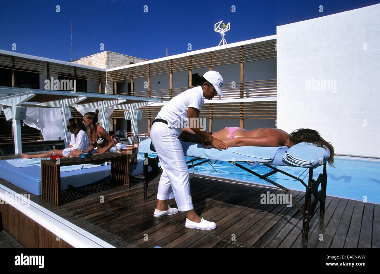 México, Estado de Yucatán, la Riviera Maya, paraíso de la Bonita Hotel, masaje neaar la piscina Imagen De Stock