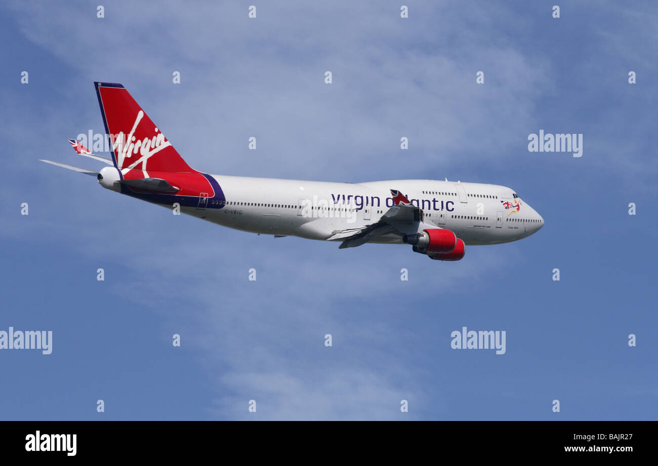 Virgin Atlantic Airways Boeing 747 serie 400 Jumbo jet despegando volando partida Foto de stock