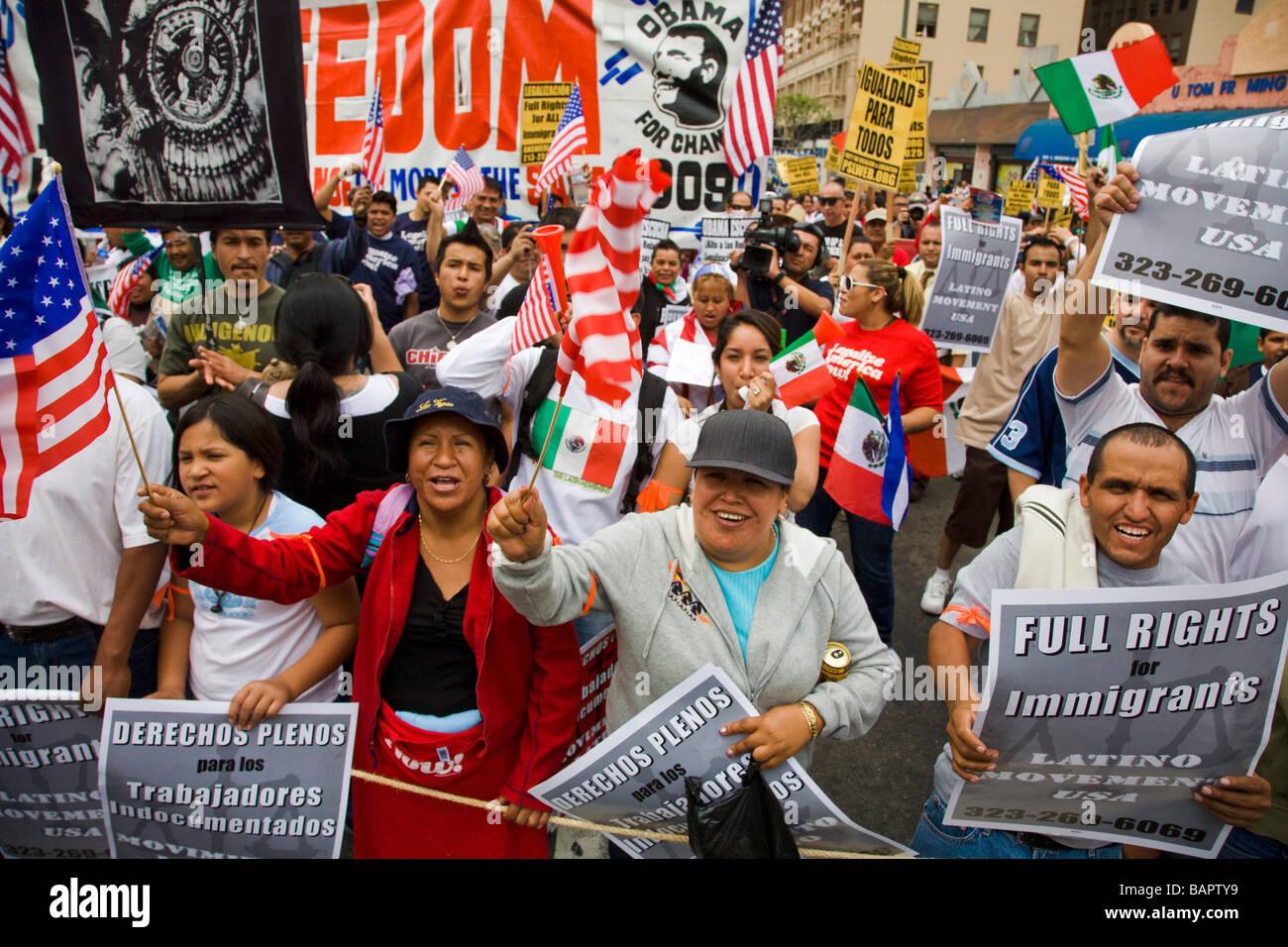 De mayo día de protesta el 1 de mayo de 2009 en el Olympic Blvd y Broadway, Los Ángeles, California, Estados Imagen De Stock