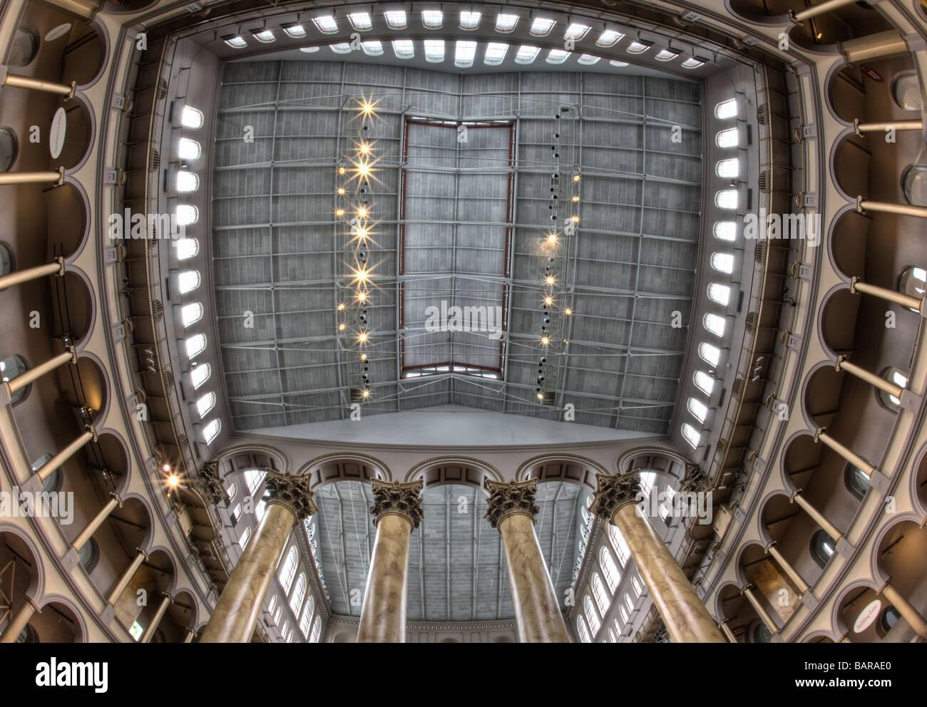 Esto es una imagen HDR del techo del National Building Museum en Washington, DC, un museo de arquitectura y diseño. Foto de stock