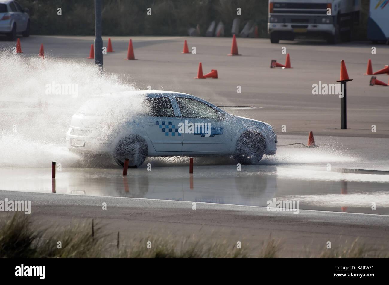 Freno de automóvil formación en condiciones húmedas Imagen De Stock