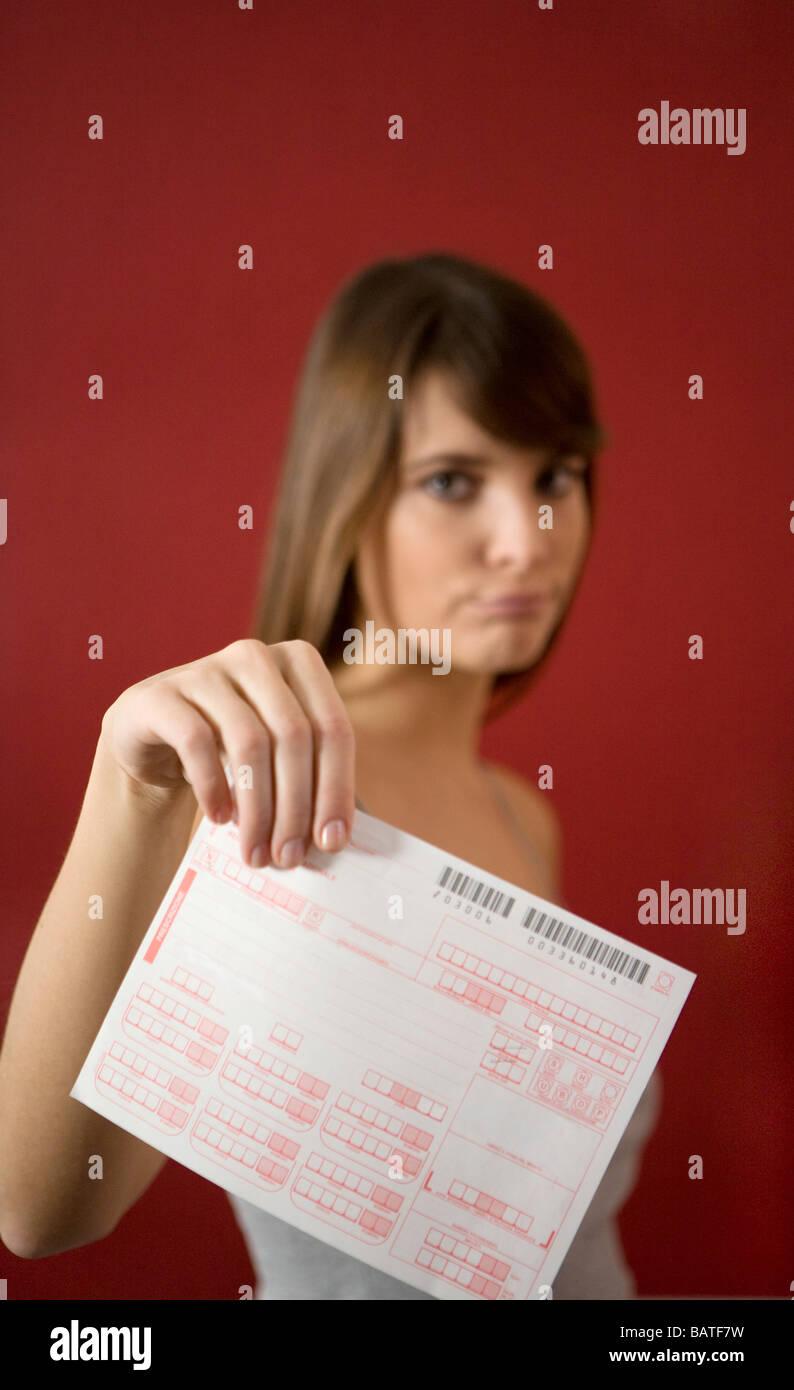 Mujer joven con exigentes médicos Foto de stock