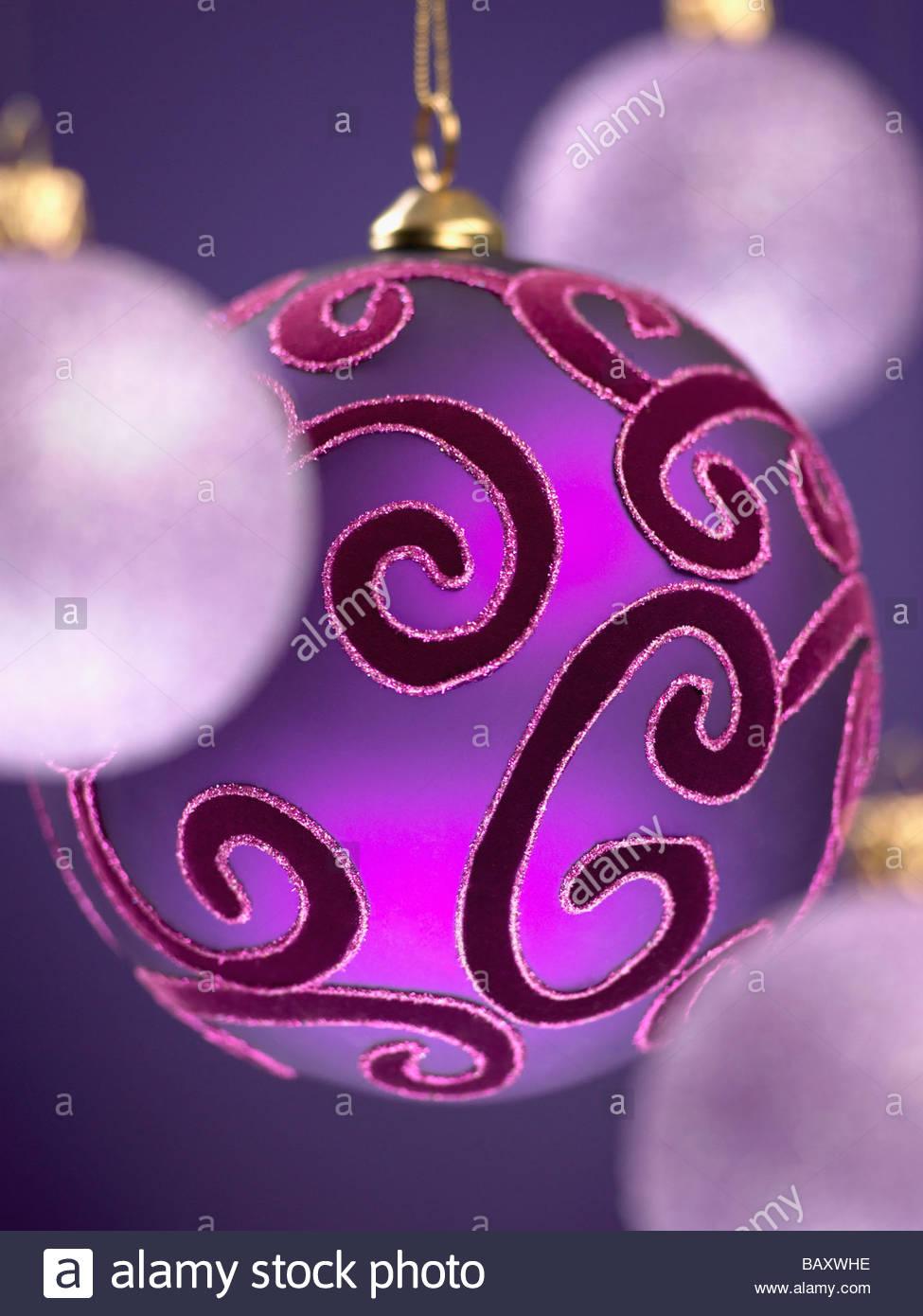 Cerca de violeta, adornos de Navidad Imagen De Stock