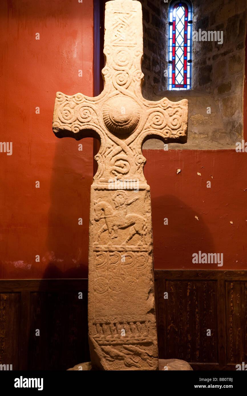 Dupplin Cross, St Serf's Church, Dunning, Escocia Foto de stock