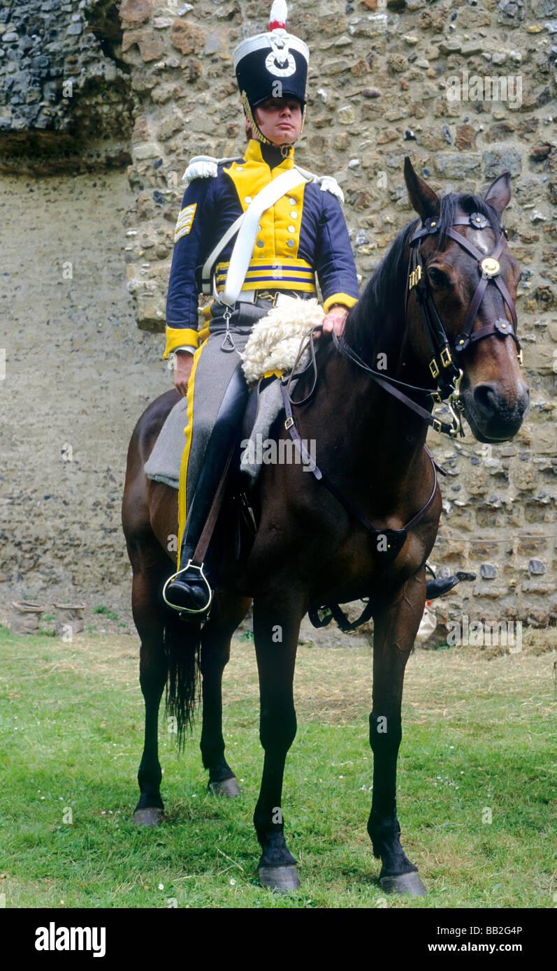 Hussar 1815 reproducciones históricas del soldado del regimiento de dragoon caballo montado a caballo traje Imagen De Stock