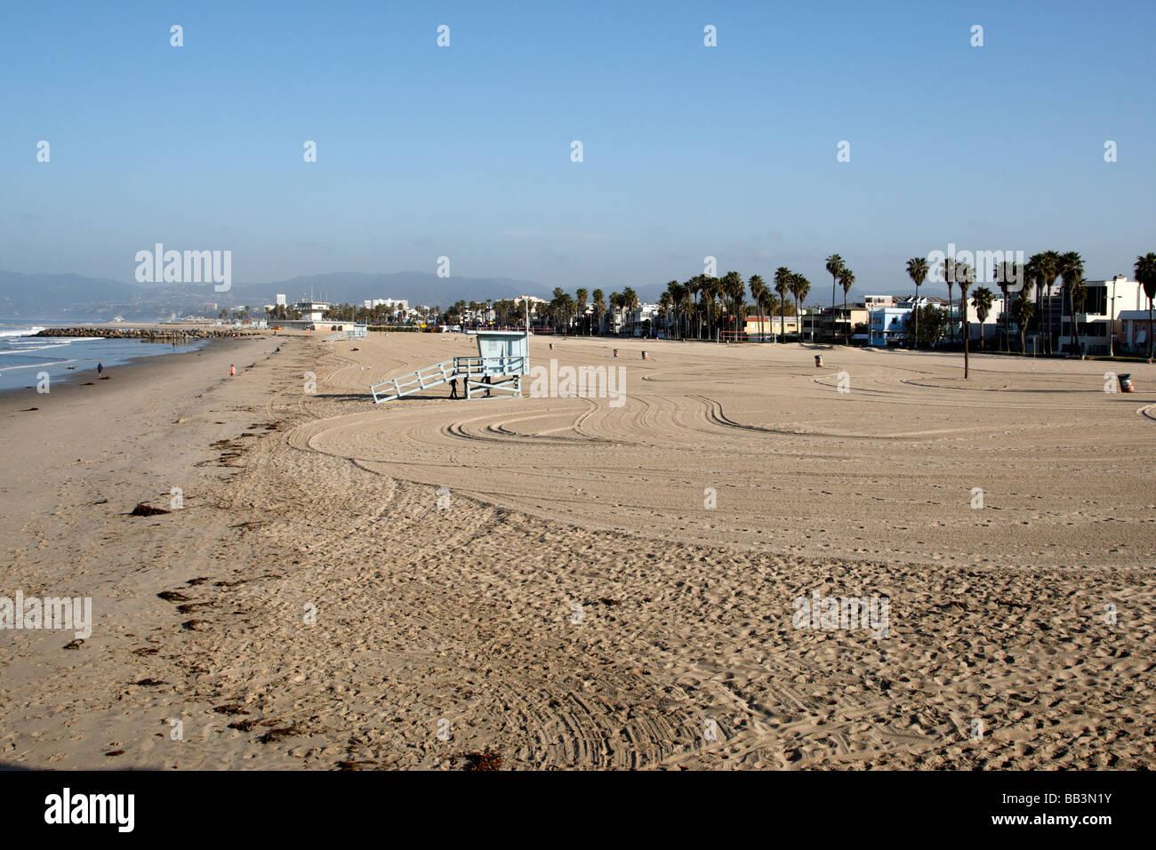 Una playa casi vacía madrugada Venice Beach, Los Ángeles, California, EE.UU. Foto de stock