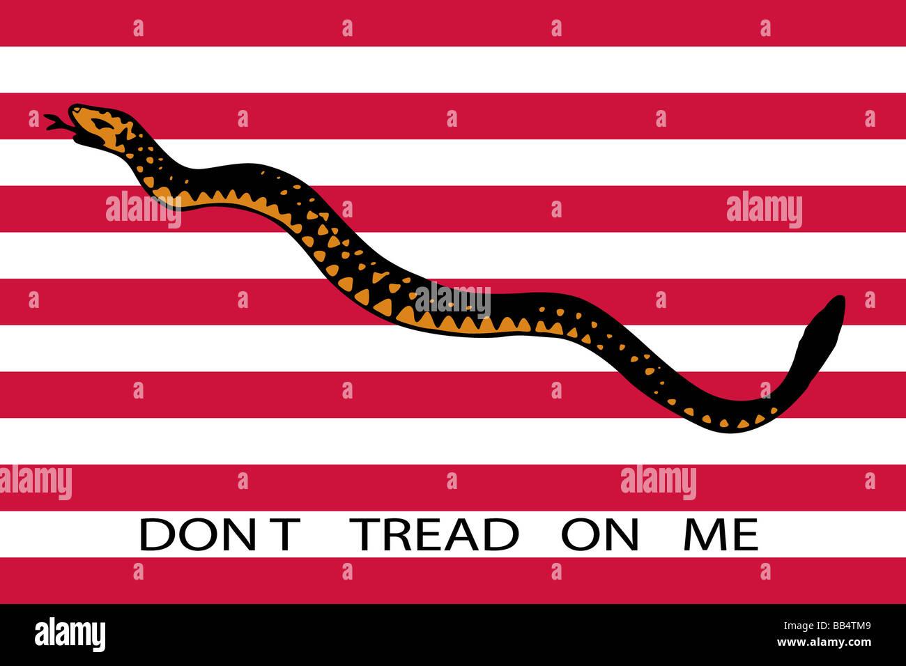 """1ª Marina Jack, 1776 (serpiente de cascabel y 13 rayas). 'No caminan sobre mí"""" Imagen De Stock"""