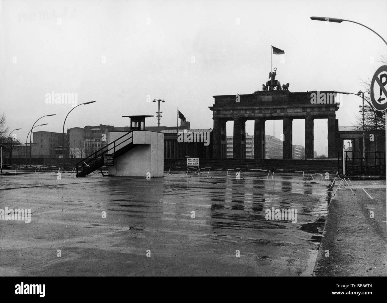 Geografía / viajes, Alemania, Berlín, Muro, barrera en la Puerta de Brandenburgo, 1971 Frontera sectoriales, Imagen De Stock