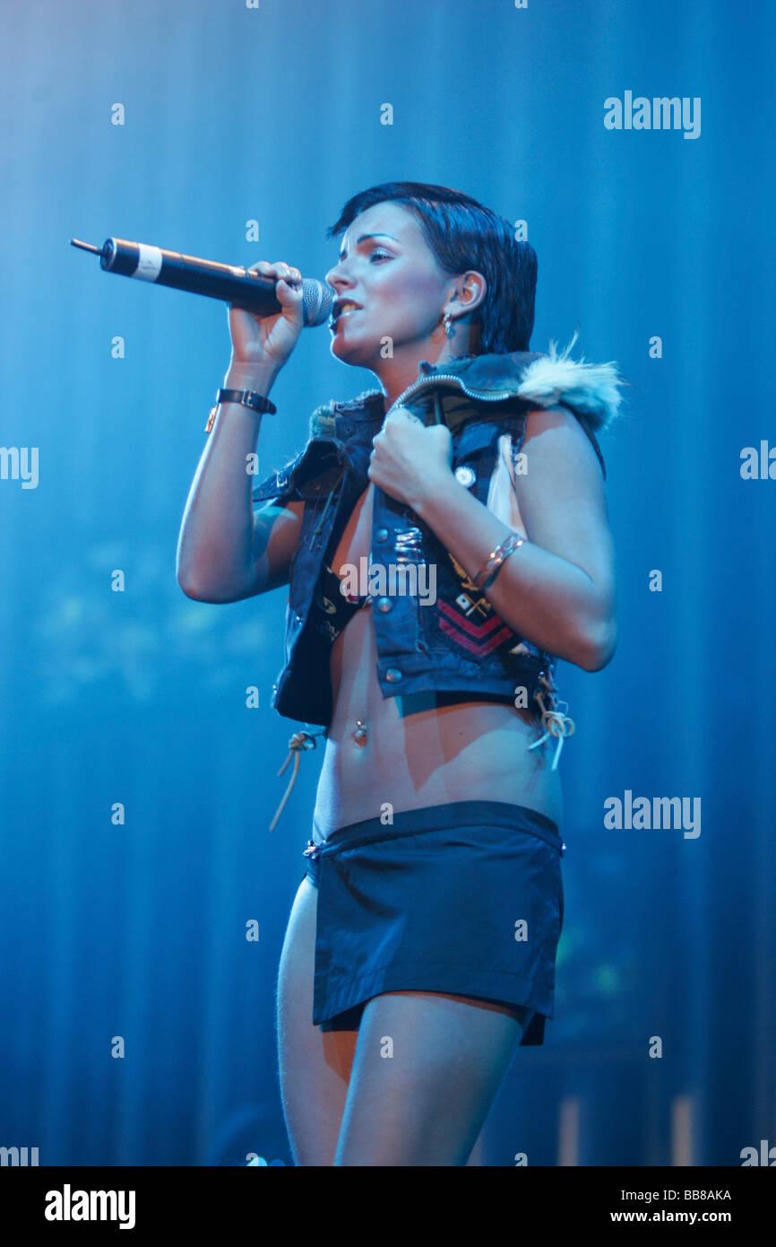 Julia Olegowna Wolkowa, miembro del dúo pop ruso tATu, viven en el Energy Stars for free en el Hallenstadion Imagen De Stock