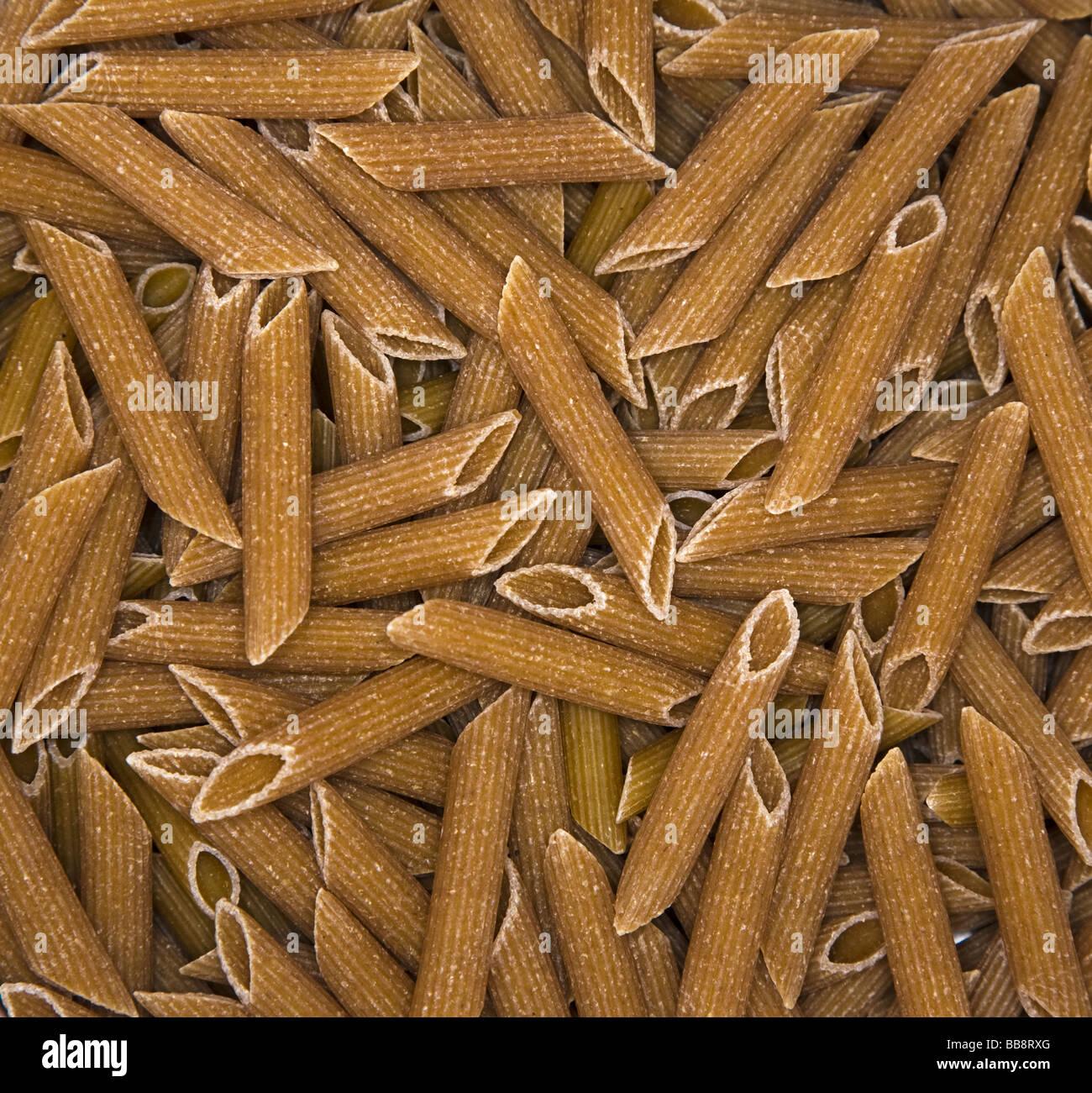 "Pasta penne ""grano de trigo"" Brown Foto de stock"