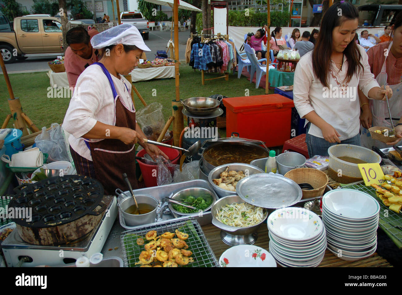 Señoras Cocinando Imágenes De Stock Señoras Cocinando Fotos De