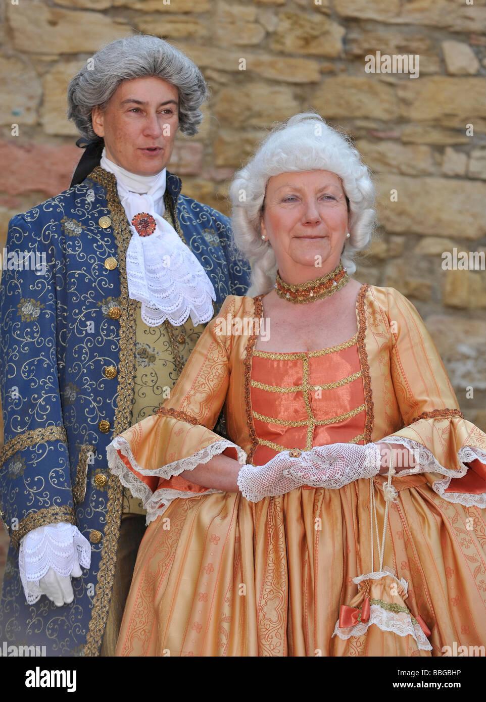 La vida en el periodo barroco del siglo XVIII, pareja en ropa veneciano, Schiller Jahrhundertfest XXI Festival, Foto de stock