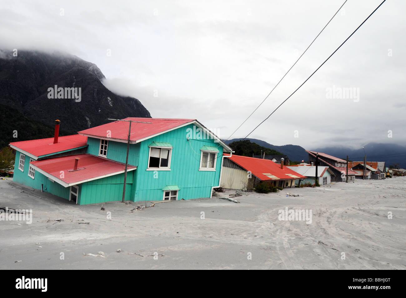 Entra en erupción el volcán de La Palma Las-casas-destruidas-en-chaiten-despues-de-la-erupcion-volcanica-bbhjgt