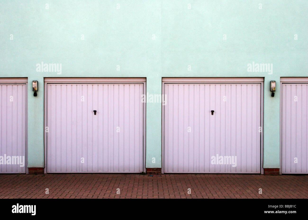 Fila de garajes Kent UK Imagen De Stock
