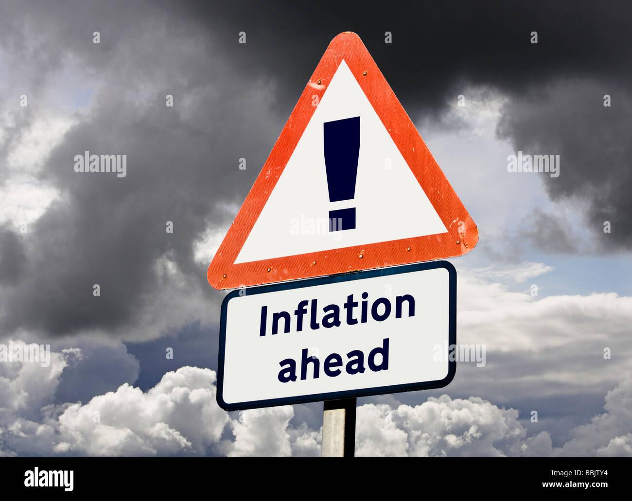Concepto de signo que muestra la inflación suba delante - Predicción de futuro, de economía, de conceptos Imagen De Stock