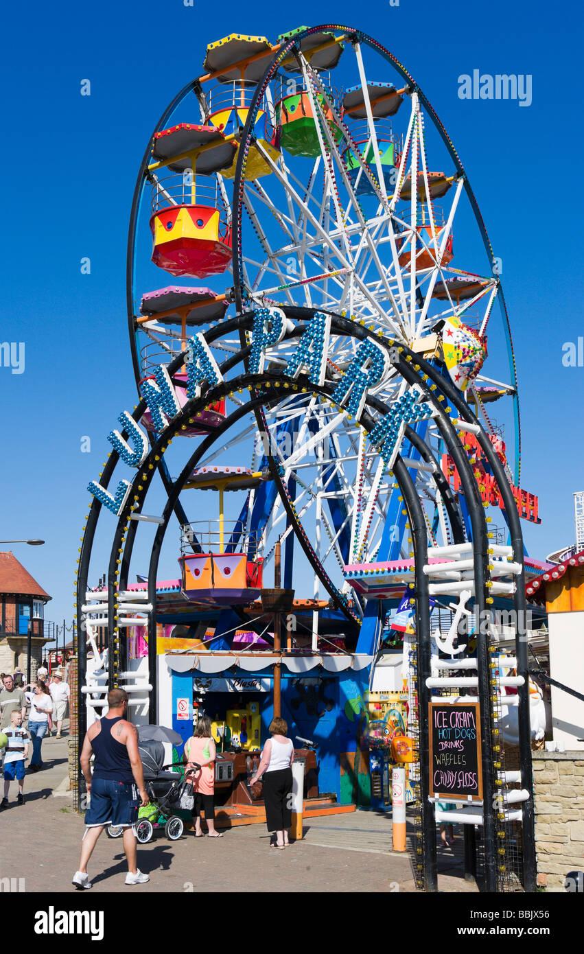 Luna Park en el Harbourfront en South Bay, Scarborough, East Coast, North Yorkshire, Inglaterra Imagen De Stock