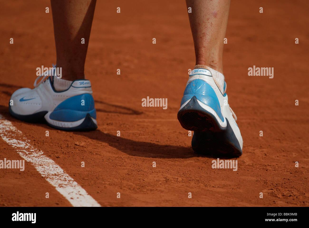 La tenista Maria Sharapova sus pies en sus zapatos personalizados. Imagen De Stock