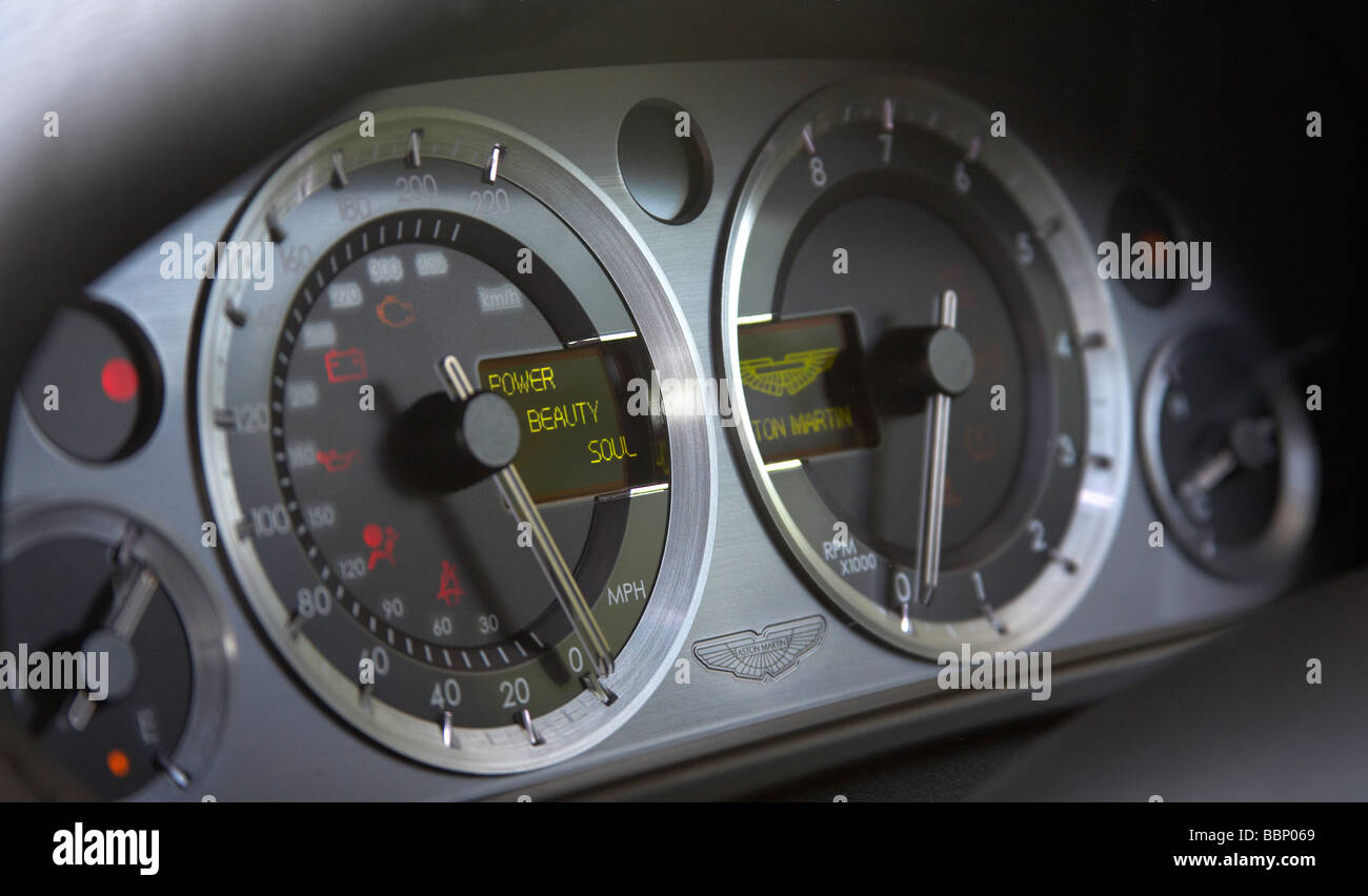 Aston Martin V8 Vantage Fotos E Imagenes De Stock Alamy