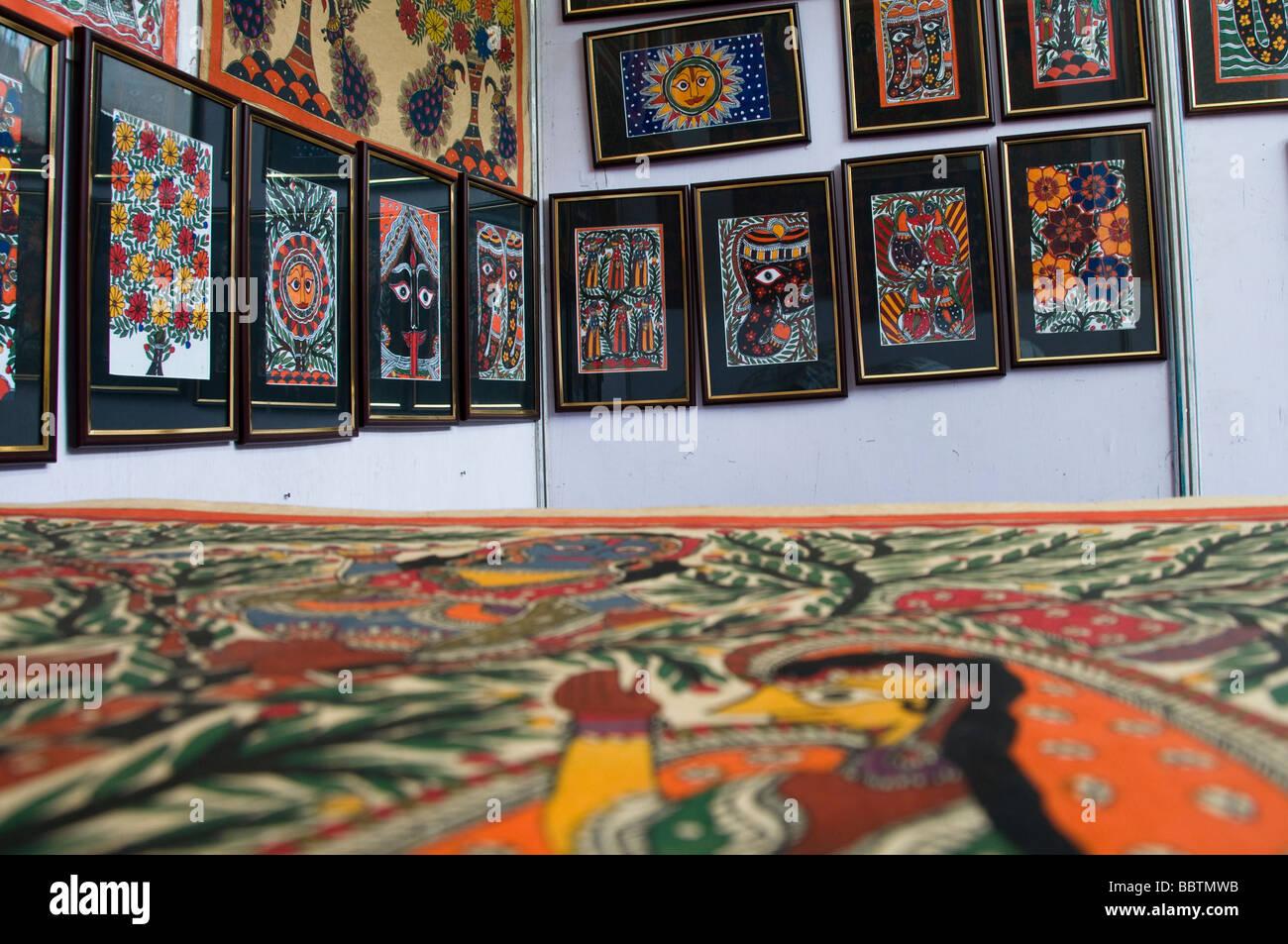 Pinturas murales enmarcados en venta Foto & Imagen De Stock ...