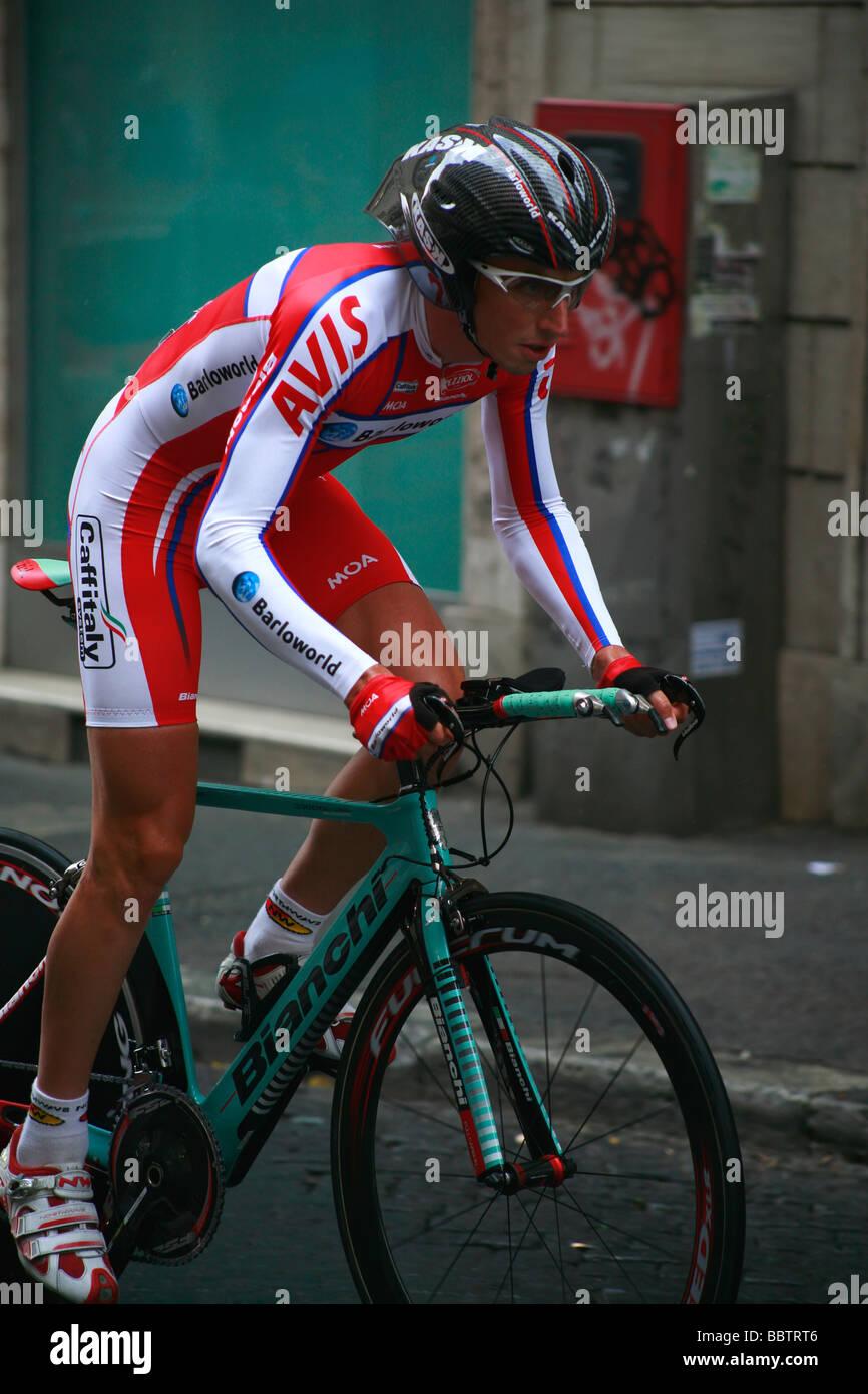 El ciclista del equipo Barloworld compitiendo en el Giro de Italia Giro d'Italia 2009 Imagen De Stock