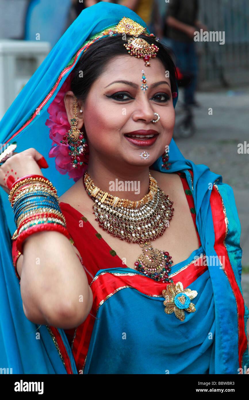 Carnaval de las Culturas de Berlín Alemania mujer india en traje Imagen De Stock