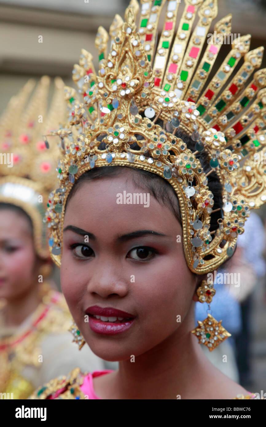 Carnaval de las Culturas de Berlín Alemania mujer tailandesa en traje Imagen De Stock