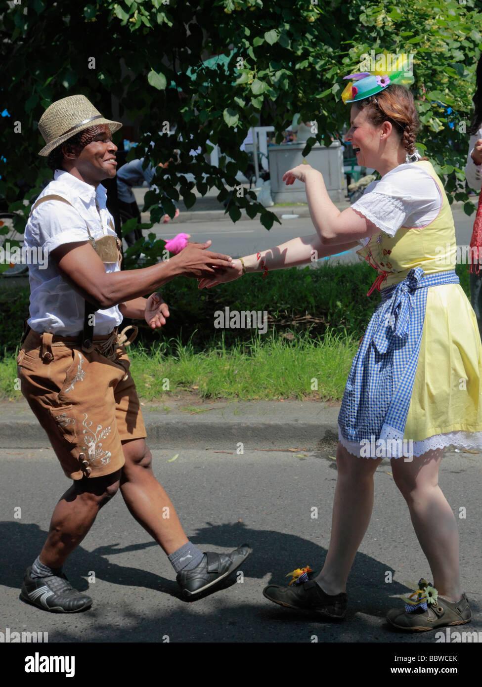 Carnaval de las Culturas de Berlín Alemania alegres bailarines Imagen De Stock