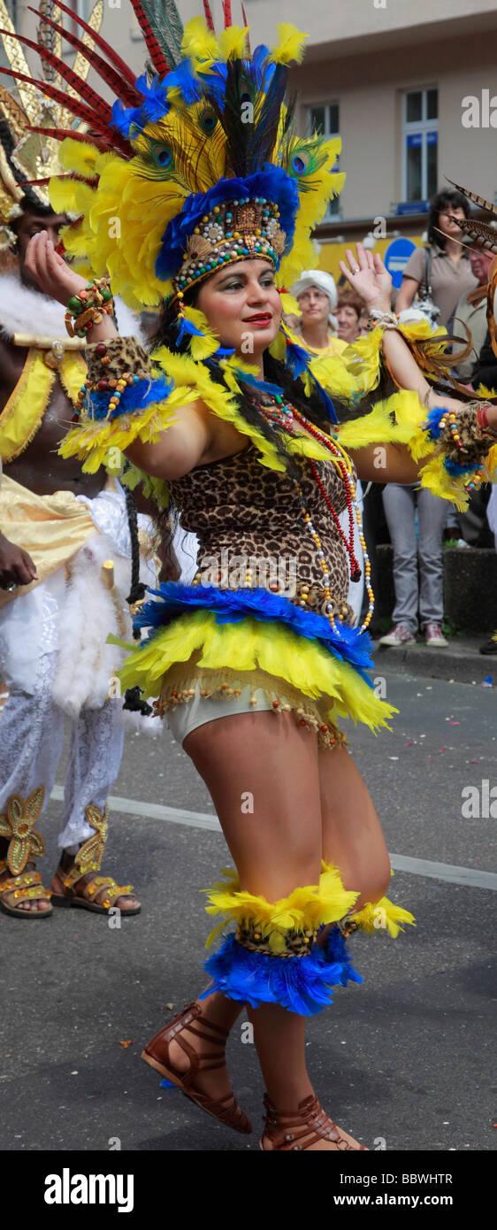 Carnaval de las Culturas de Berlín Alemania mujer brasileña Imagen De Stock