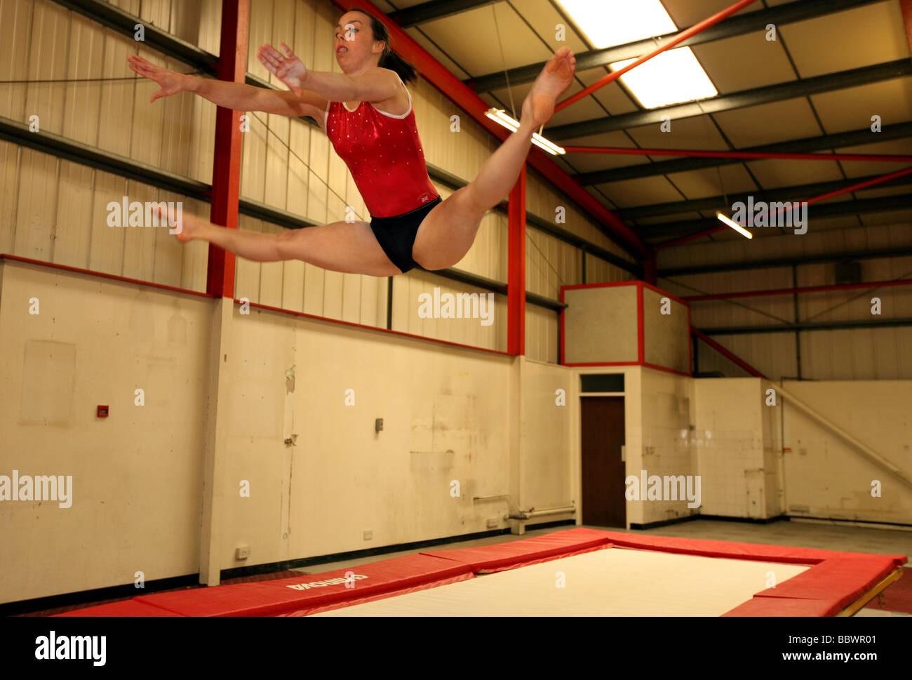 Doble campeón europeo de gimnasia Beth Tweddle en un lugar de capacitación cerca de Liverpool, Reino Unido. Imagen De Stock