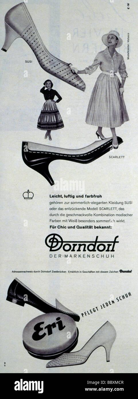 23088120c777 Publicidad De Zapatos Imágenes De Stock   Publicidad De Zapatos ...