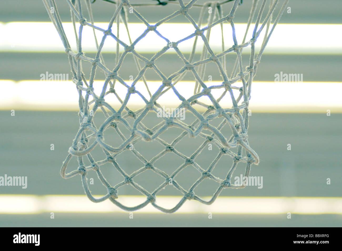Fotografías royalty free de baloncesto baloncesto net colgados en la sala de deportes. Londres, Gran Bretaña. Imagen De Stock